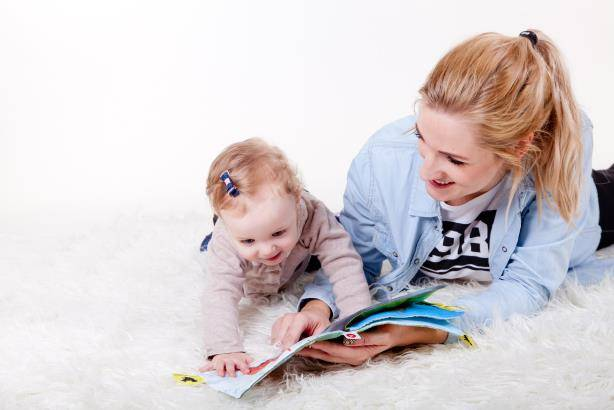 Mum-teaching-toddler-to-read
