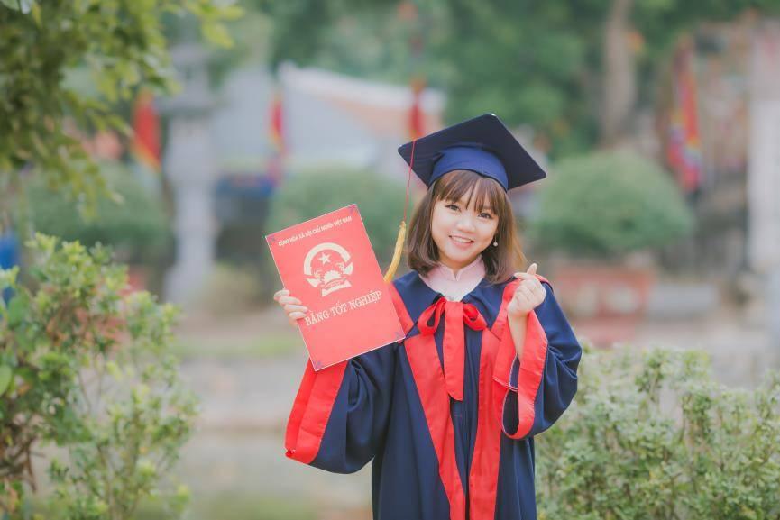 young-girl-graduating